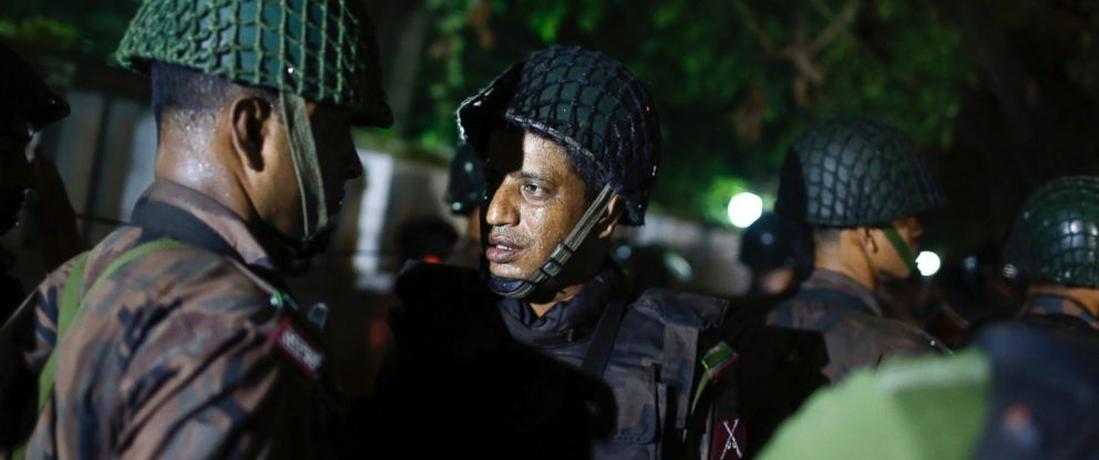 PHOTO: Bangladeshi security personnel stand guard near a restaurant that has reportedly been attacked by unidentified gunmen in Dhaka, Bangladesh, July 1, 2016.