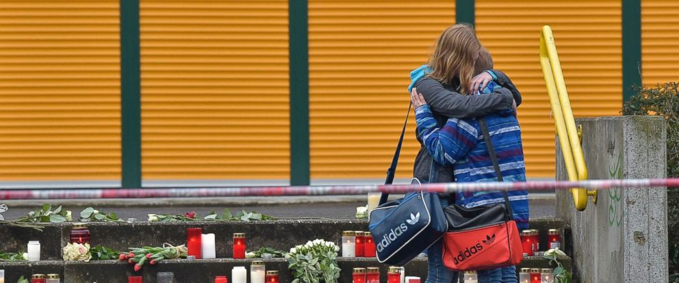 PHOTO: Students hug each other as they arrive at the Joseph-Koenig Gymnasium in Haltern, western Germany, March 25, 2015 on the day after Germanwings jet airliner crashed in the French Alps.