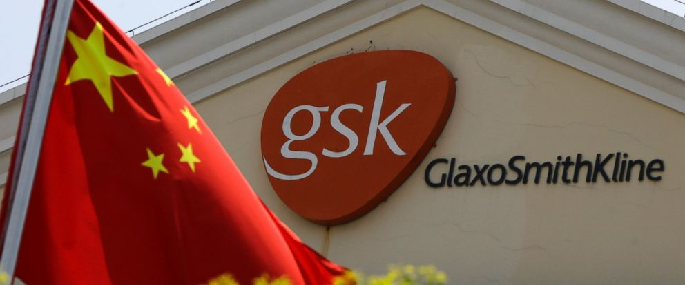 PHOTO: A Chinese flag is hoisted in front of a GlaxoSmithKline building in Shanghai, China