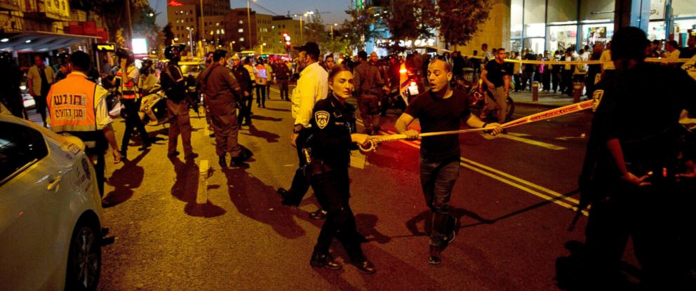 PHOTO: Israeli police secure the scene of a stabbing attack in Jerusalem, Oct. 14, 2015.