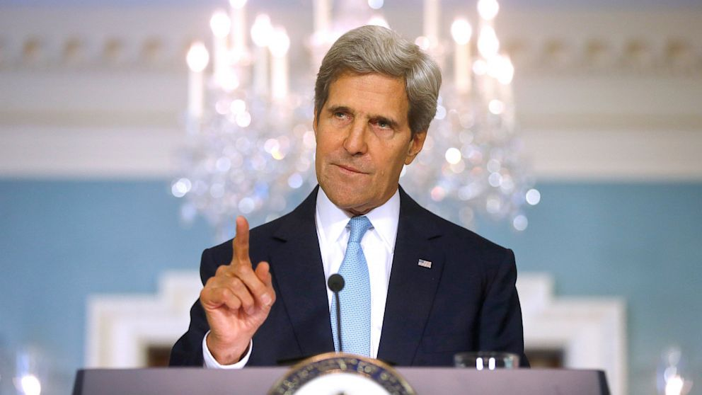 PHOTO:  John Kerry makes a statement about Syria