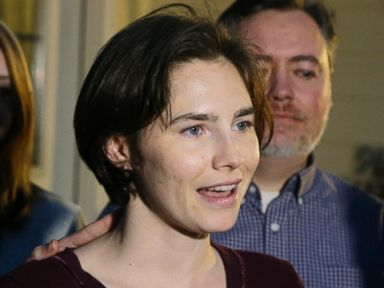 PHOTO: Amanda Knox talks to members of the media outside her mothers home, March 27, 2015, in Seattle.