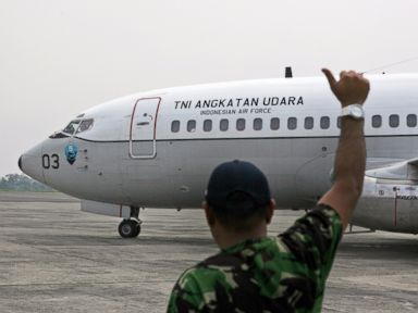 PHOTO: A ground crew gives an OK sign to the pilots of an Indonesian Air Force Boeing 737 Surveiller as they prepare to take off for a search operation for the missing Malaysia Airlines jetliner MH370, in Indonesia, Saturday, March 15, 2014.
