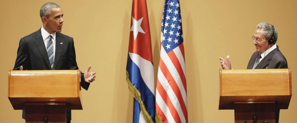 PHOTO: U.S. President Barack Obama, left, speaks next to Cubas President Raul Castro, during a joint statement in Havana, Cuba, March 21, 2016.