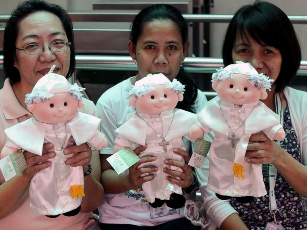 PHOTO: Filipino devotees hold limited edition Pope Francis dolls that are sold by the De La Salle University in Manila, Philippines, Jan. 14, 2015.