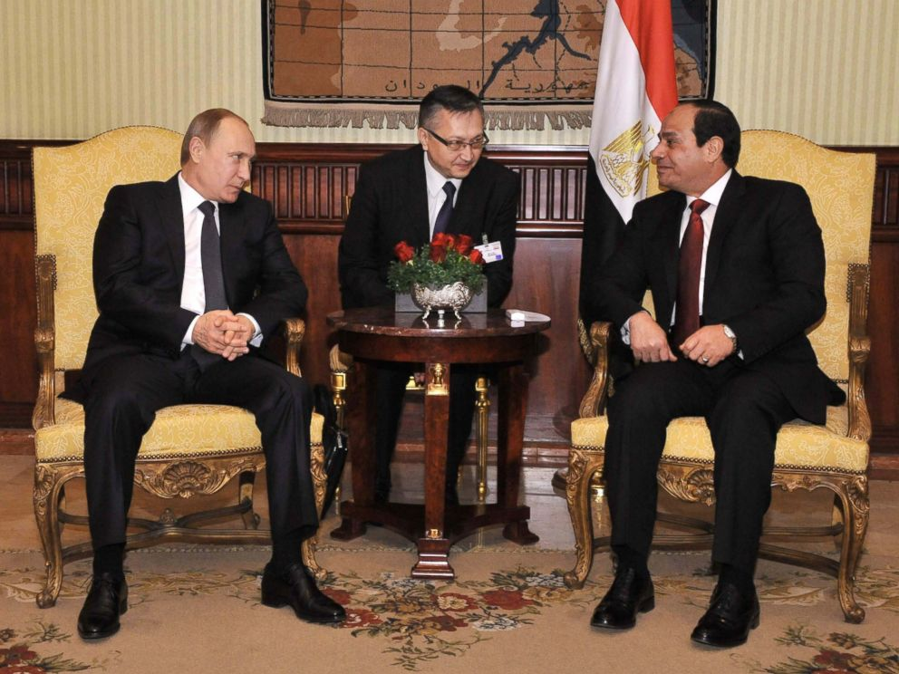 PHOTO: Russian President Vladimir Putin and Egyptian President Abdel-Fattah el-Sissi meet at the Cairo International Airport in Egypt, Feb. 9, 2015.