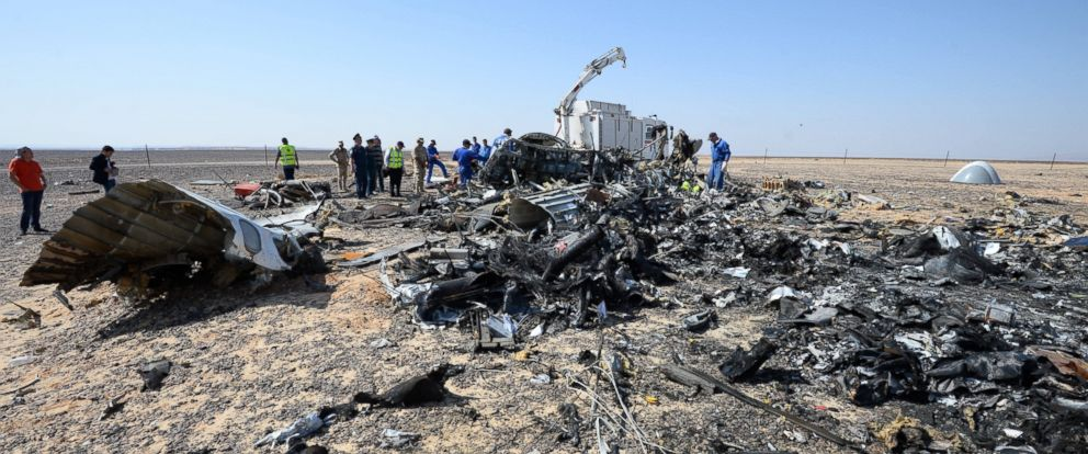 PHOTO: Russian and Egyptian experts work at the crash site of a Russian passenger plane bound for St. Petersburg in Russia that crashed in Hassana, Egypts Sinai Peninsula, Nov. 2, 2015.