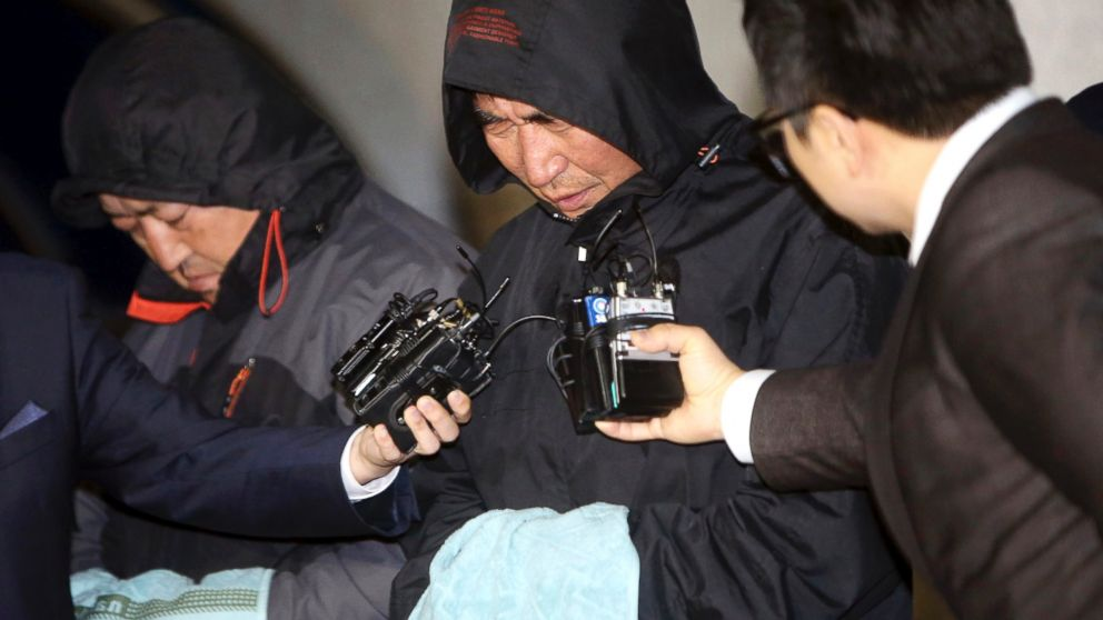 PHOTO: Lee Joon-seok, center, the captain of the sunken ferry Sewol in the water off the southern coast, talks to the media before leaving a court which issued his arrest warrant in Mokpo, south of Seoul, South Korea, Apr