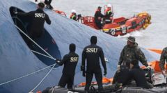 PHOTO: South Korean rescue team members search for passengers aboard a ferry sinking off South Koreas southern coast near Jindo, south of Seoul, South Korea on April 17, 2014.
