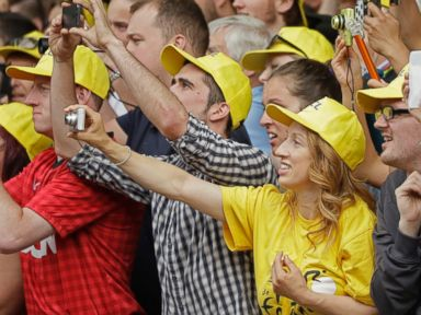 Why Fans Need to Stop Taking Tour De France Selfies