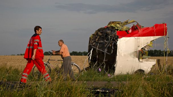 http://a.abcnews.com/images/International/AP_ukraine_plane_paramedic_jt_140720_16x9_608.jpg