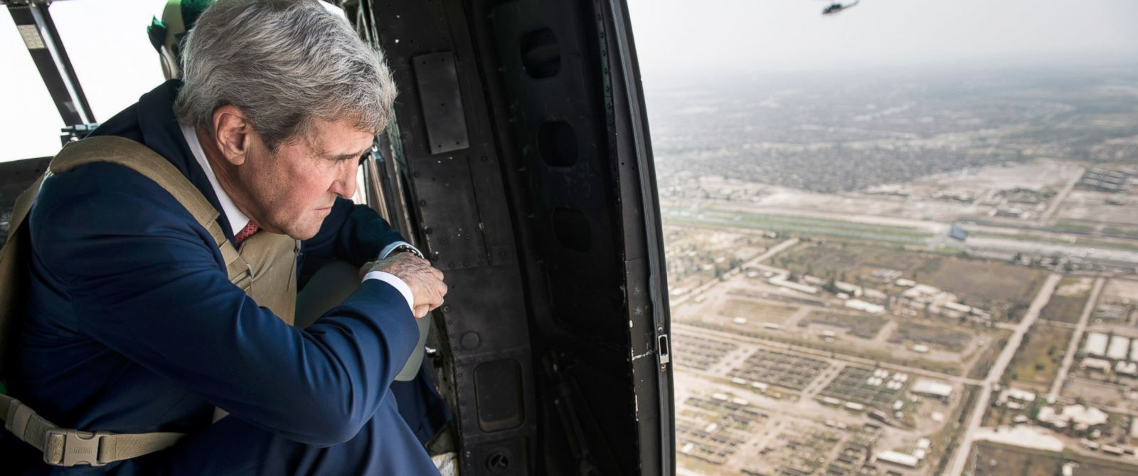 PHOTO: U.S. Secretary of State John Kerry looks out from a helicopter over Baghdad, Sept. 10, 2014.
