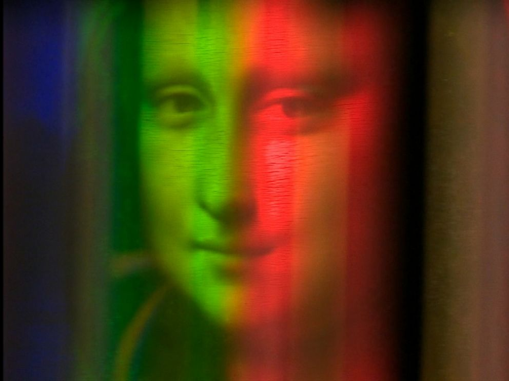 PHOTO: Reflective light technology used to analyze the Mona Lisa.