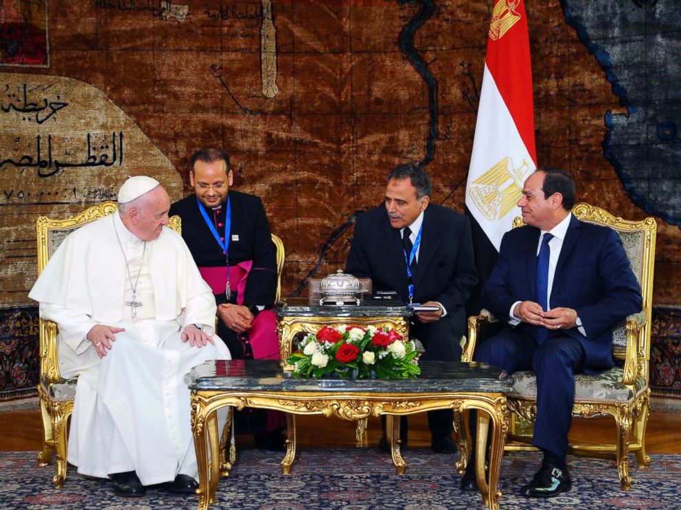 PHOTO: Egyptian President Abdel Fattah al-Sisi (R) meeting with Pope Francis at the Presidential Palace in Cairo, Egypt, April 28, 2017.