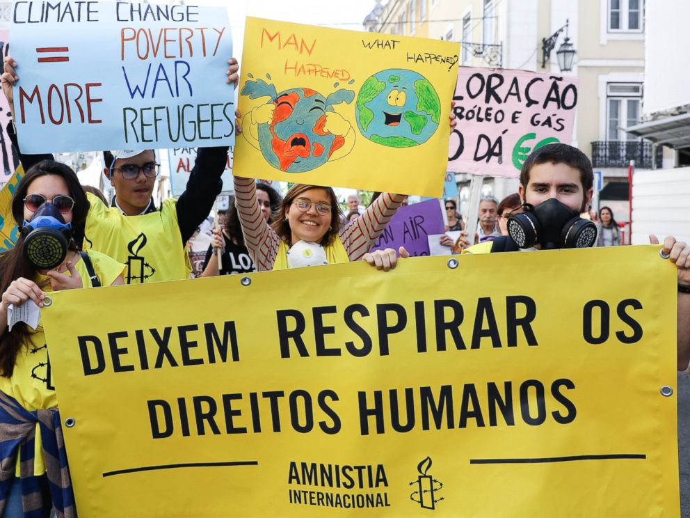 PHOTO: Protesters hold a sign with the text Let humans have the right to breathe, during a World Climate March in Lisbon, Portugal, April 29, 2017.