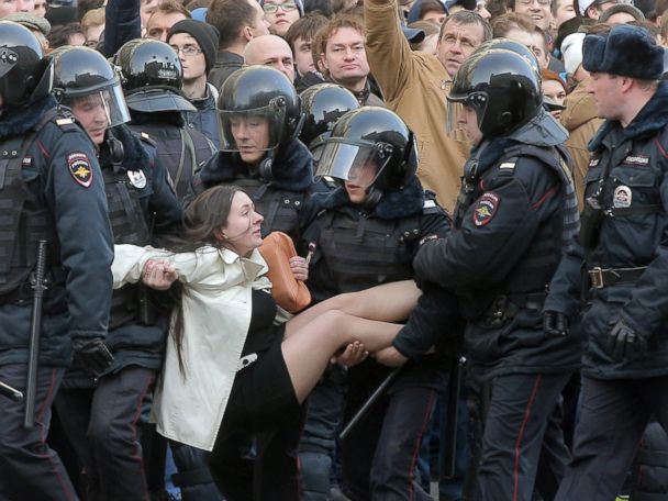 Hundreds arrested in Russian anti-corruption protests