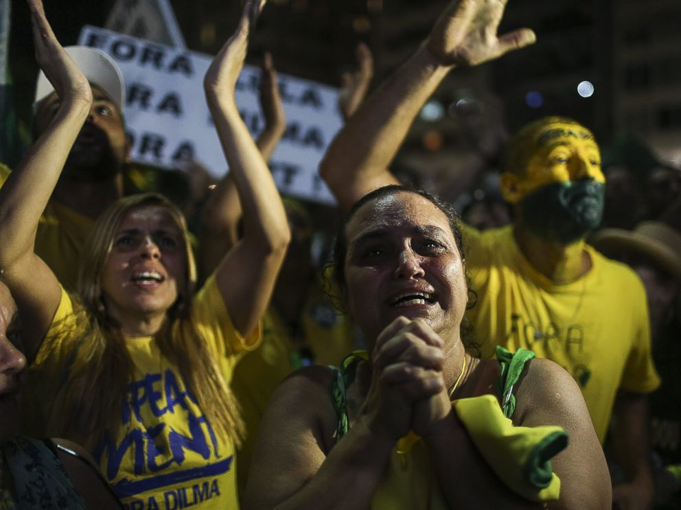 PHOTO: Brazilian citizens celebrate the result of the vote in the Lower House concerning the impeachment proceedings for Brazilian President Dilma Rousseff in Rio de Janeiro, April 17, 2016.