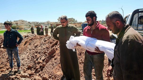 PHOTO: Syrians bury the bodies of victims of a a suspected toxic gas attack in Khan Sheikhun, a nearby rebel-held town in Syria's Idlib province, April 5, 2017.