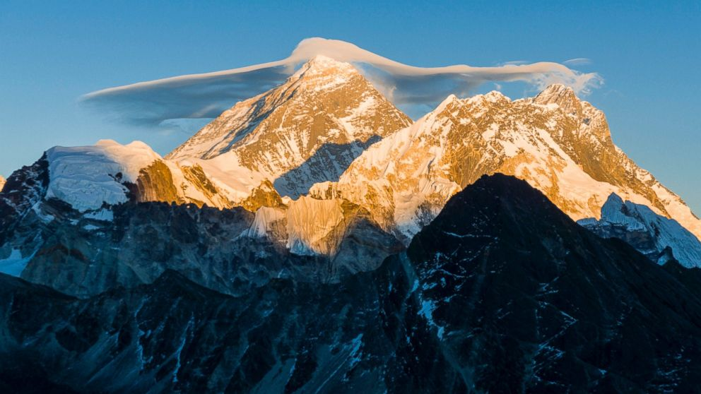 http://a.abcnews.com/images/International/GTY-Mt-Everest-MEM-170525_16x9_992.jpg