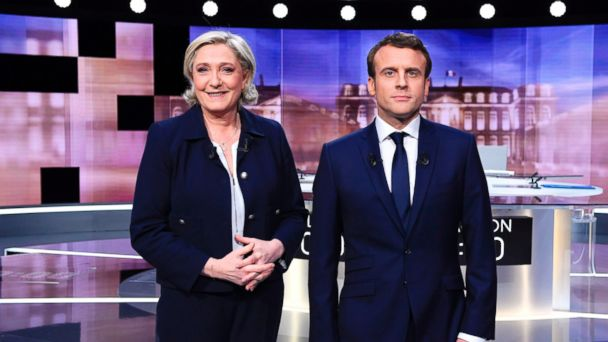 PHOTO: French presidential candidates Marine Le Pen, left, and Emmanuel Macron pose prior to the start of a debate, May 3, 2017.