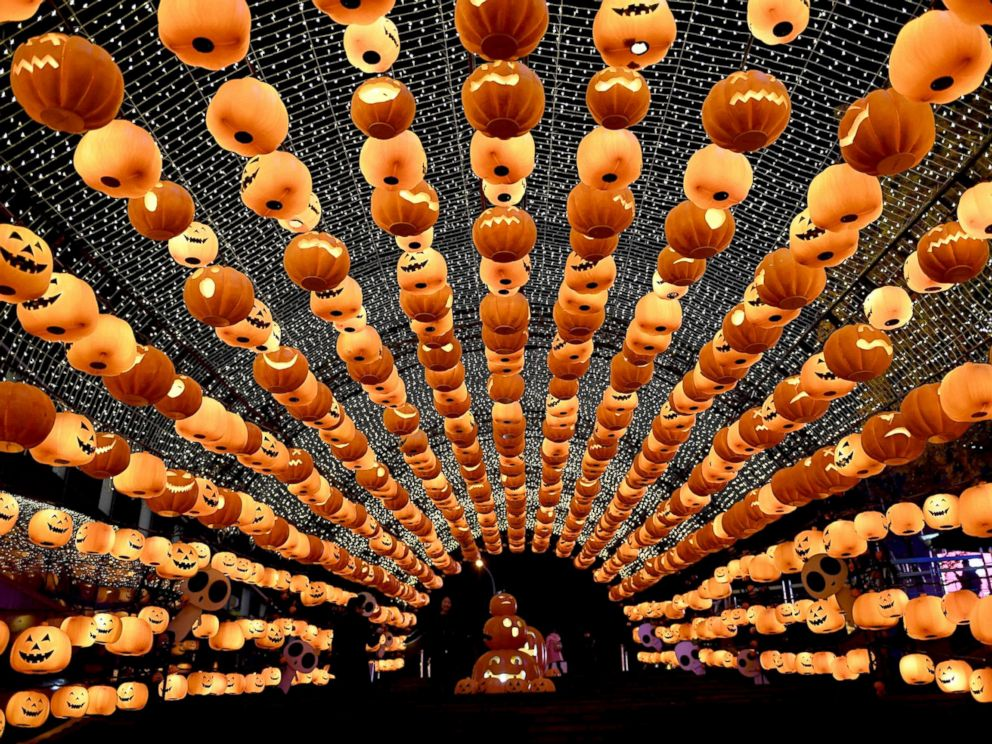 PHOTO: Visitors walk past a pumpkin lantern show in front of a shopping mall to mark Halloween in Shenyang, China, Oct. 24, 2016.