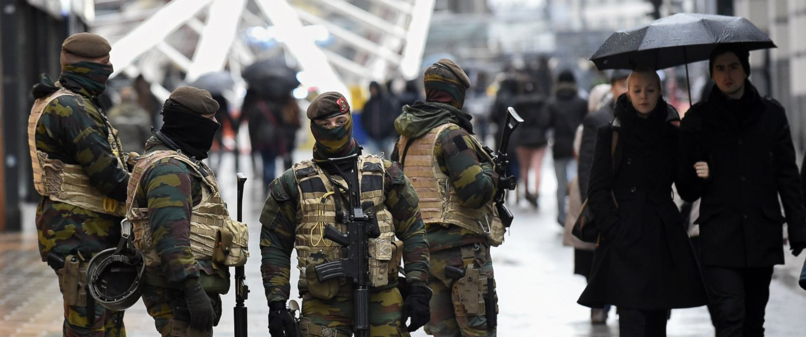 PHOTO: Soldiers patrol the Rue Neuve pedestrian shopping street in Brussels on November 21, 2015.