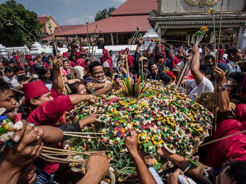 Most Inspiring Indonesian Eid Al-Fitr Decorations - GTY_Eid_al_fitr_Ramadan_03_hb_160705_4x3_992  Best Photo Reference_437253 .jpg