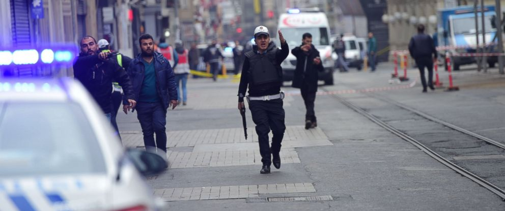 PHOTO: Turkish police push people away just after an explosion on the pedestrian Istiklal avenue in Istanbul, March 19, 2016.