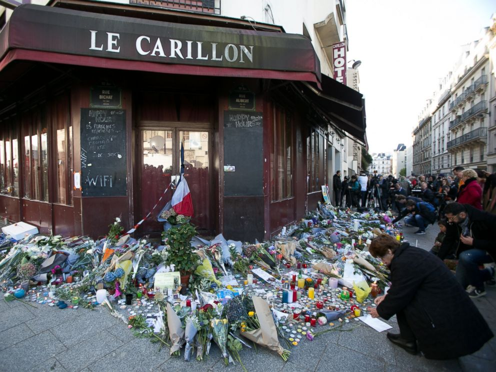 PHOTO: Members of the public gather to lay flowers and light candles at Le Carillon restaurant on Rue Bichat following the terrorist attacks on November 13, 2015 in Paris, France.