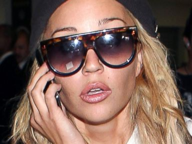 PHOTO: Amanda Bynes is seen at Los Angeles International Airport, Oct. 10, 2014, in Los Angeles.