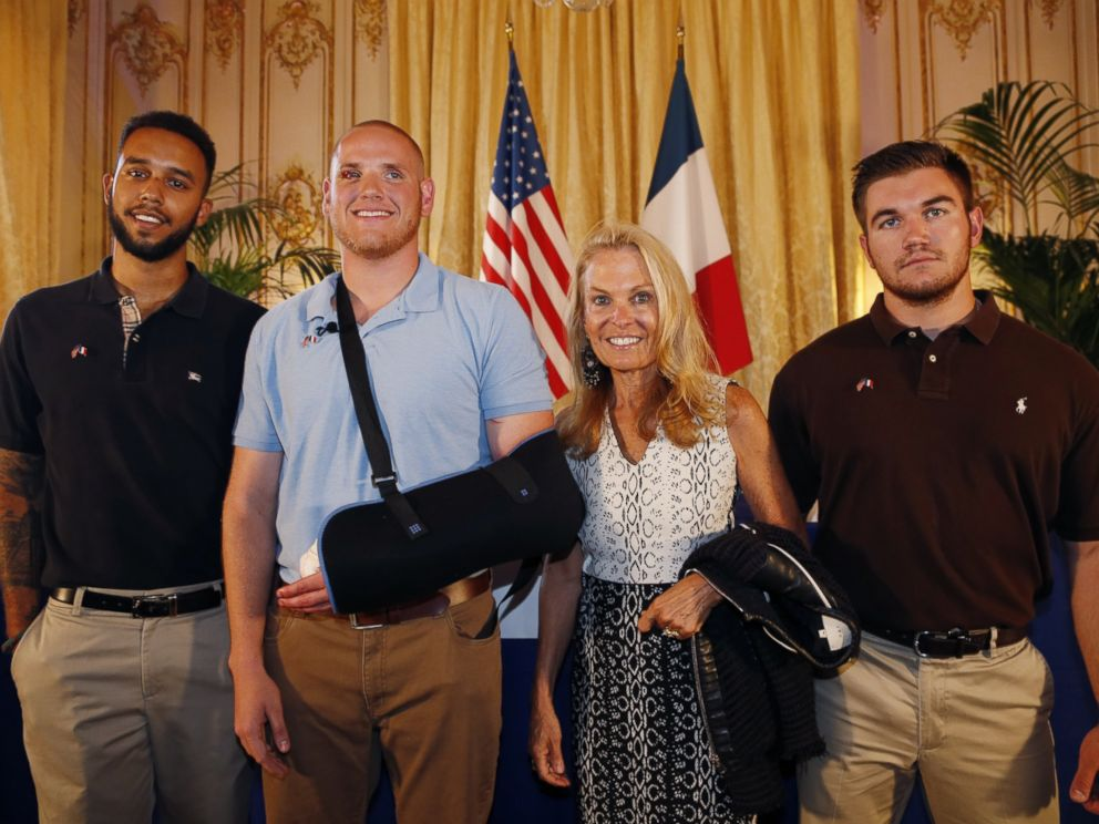 PHOTO: Anthony Sadler (L), Spencer Stone (2nd L), Alek Skarlatos (R) and U.S. ambassador to France Jane Hartley (2nd R) pose after a press conference at the U.S. embassy in Paris, Aug. 23, 2015.