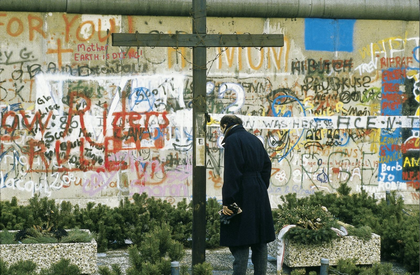 essay on the berlin wall