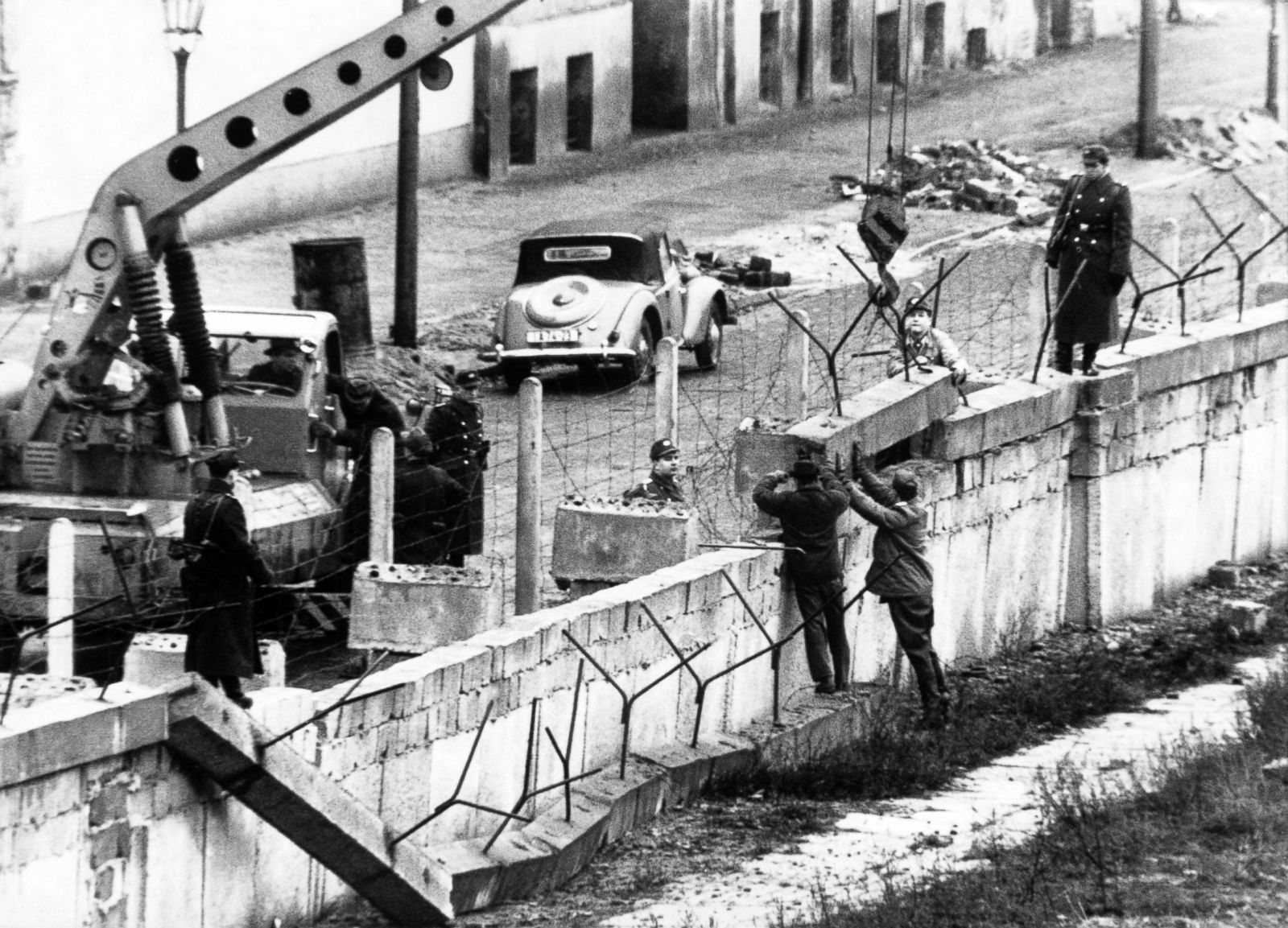 fall of the berlin wall 25th anniversary photos image 1