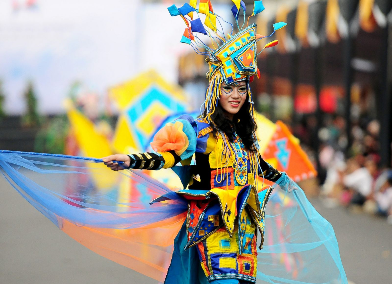 Outrageous Costumes Bring Life To Annual Fashion Carnival Photos