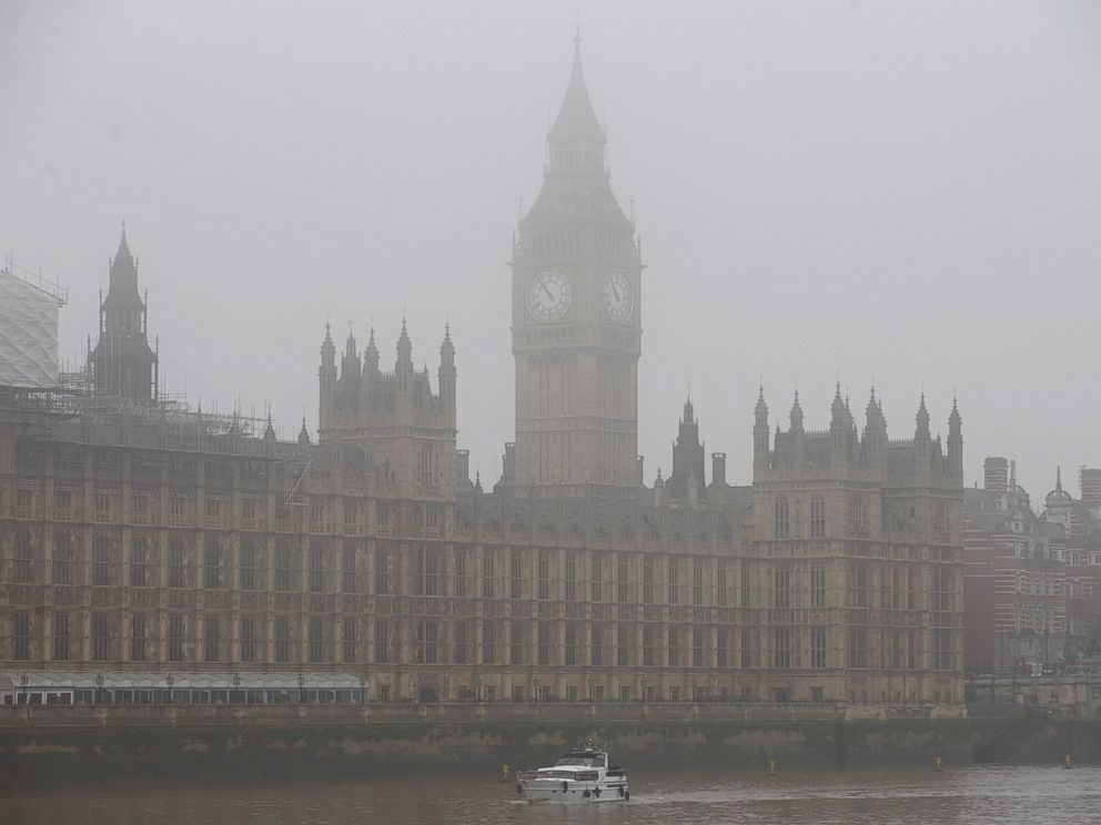 PHOTO: A boat travels along the River Thames through the fog past the Houses of Parliament in central London, Nov. 2, 2015.