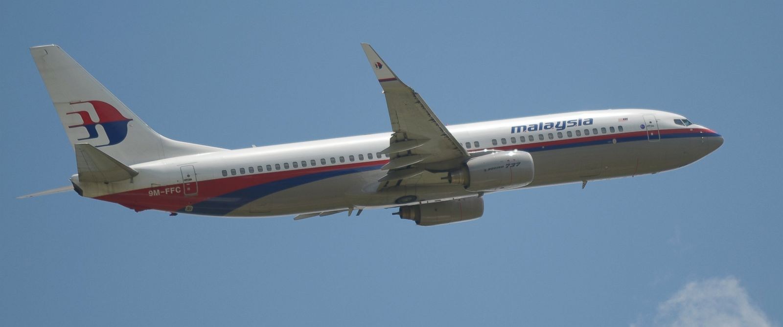PHOTO: This March 18, 2013 file photo shows a Malaysia Airlines Boeing 737 plane flying over the Sukarno-Hatta airport in Tangerang, Indonesia.