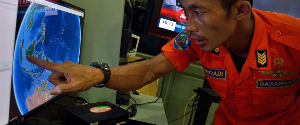 PHOTO: An official from Indonesias national search and rescue agency in Medan, North Sumatra points at his computer screen to the position where AirAsia flight QZ8501 went missing off the waters of Indonesia, Dec. 28, 2014.