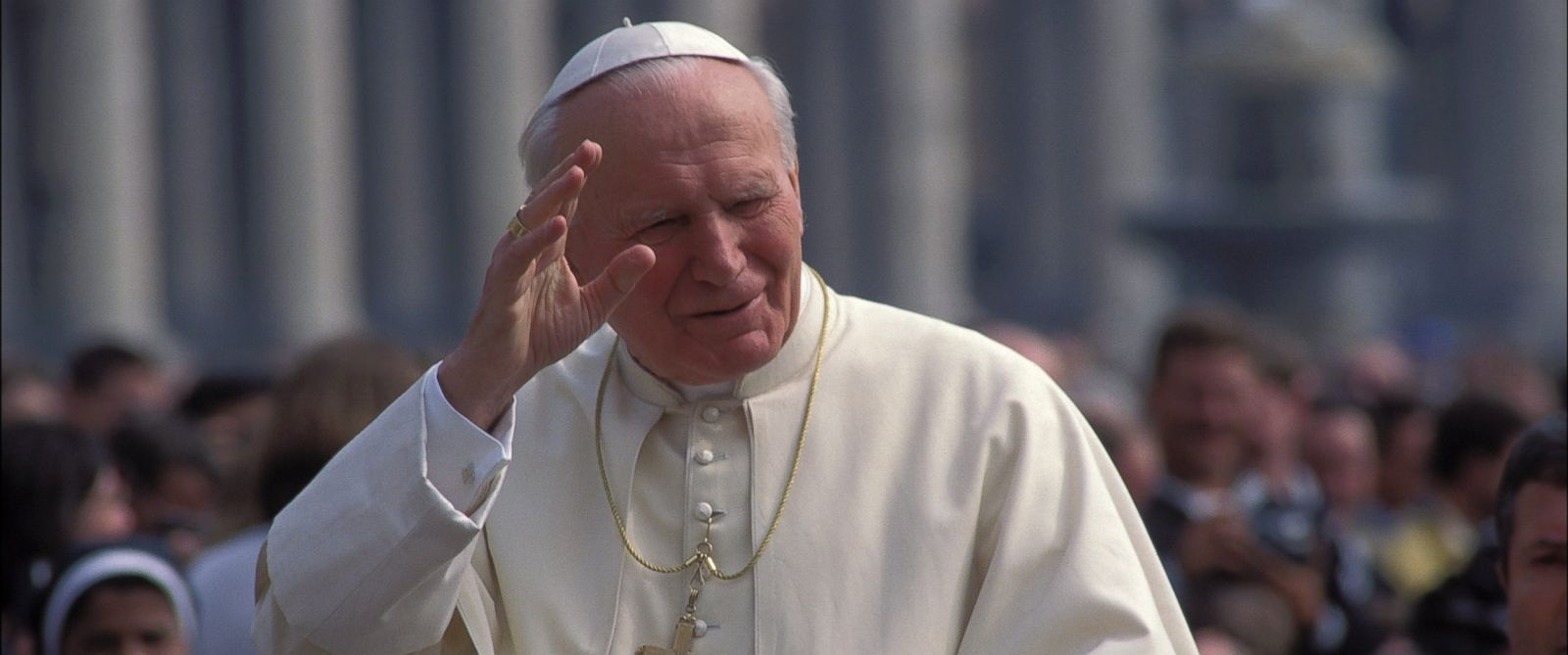 PHOTO: Jean Paul II in public audience at the gardens of San Petrus in Rome, April 5, 1995.
