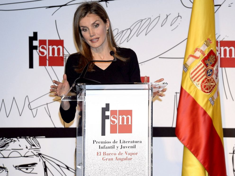 PHOTO: Princess Letizia of Spain attends the El Barco de Vapor and Gran Angular children and youth literary awards ceremony at the Real Casa de Correos, April 1, 2014, in Madrid.