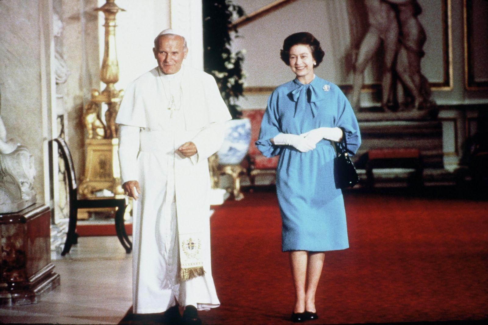 Elizabeth pope wedding