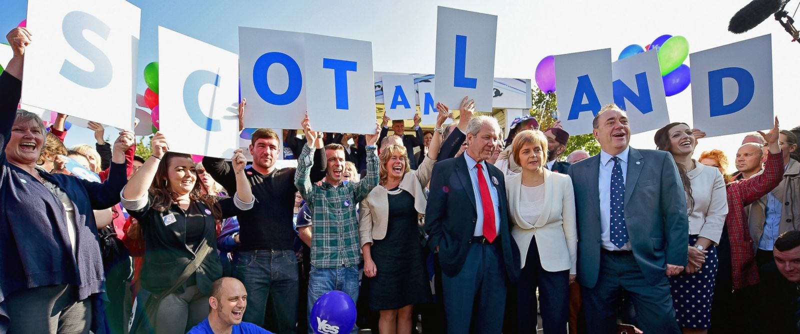 PHOTO: First Minister Alex Salmond, right, Deputy First Minister Nicola Sturgeon, center, and former deputy leader of the SNP Jim Sillars, left, campaign with Yes activists on Sept. 10, 2014 in Edinburgh, Scotland.