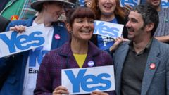 "PHOTO: ""Yes"" supporters gather during the final day of campaigning for the Scottish referendum on Sept. 17, 2014 in Glasgow, Scotland."
