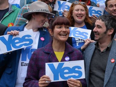 PHOTO: Yes supporters gather during the final day of campaigning for the Scottish referendum on Sept. 17, 2014 in Glasgow, Scotland.