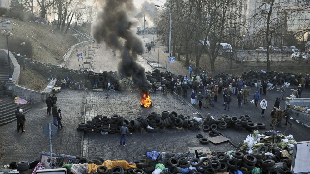 PHOTO: Anti-government protesters gather between barricades in central Kiev on Feb. 21, 2014.