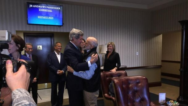 http://a.abcnews.com/images/International/HT_alan_gross_john_kerry_embrace_ll_141217_16x9_608.jpg