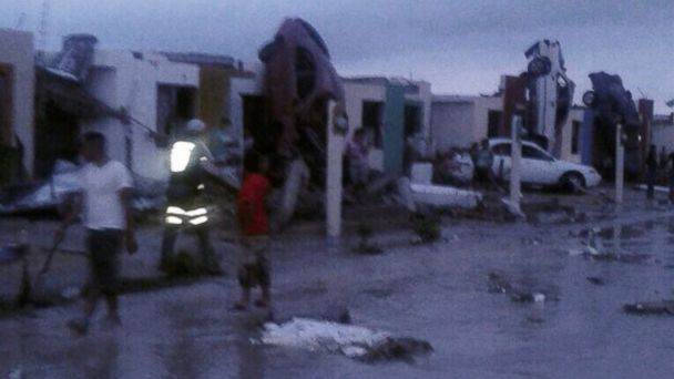 http://a.abcnews.com/images/International/HT_crlopez11_mexico_tornado_jt_150525_16x9_608.jpg