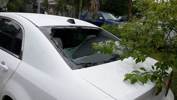 http://a.abcnews.com/images/International/HT_lightning_strike_rear_window_jef_150603_16x9_608.jpg