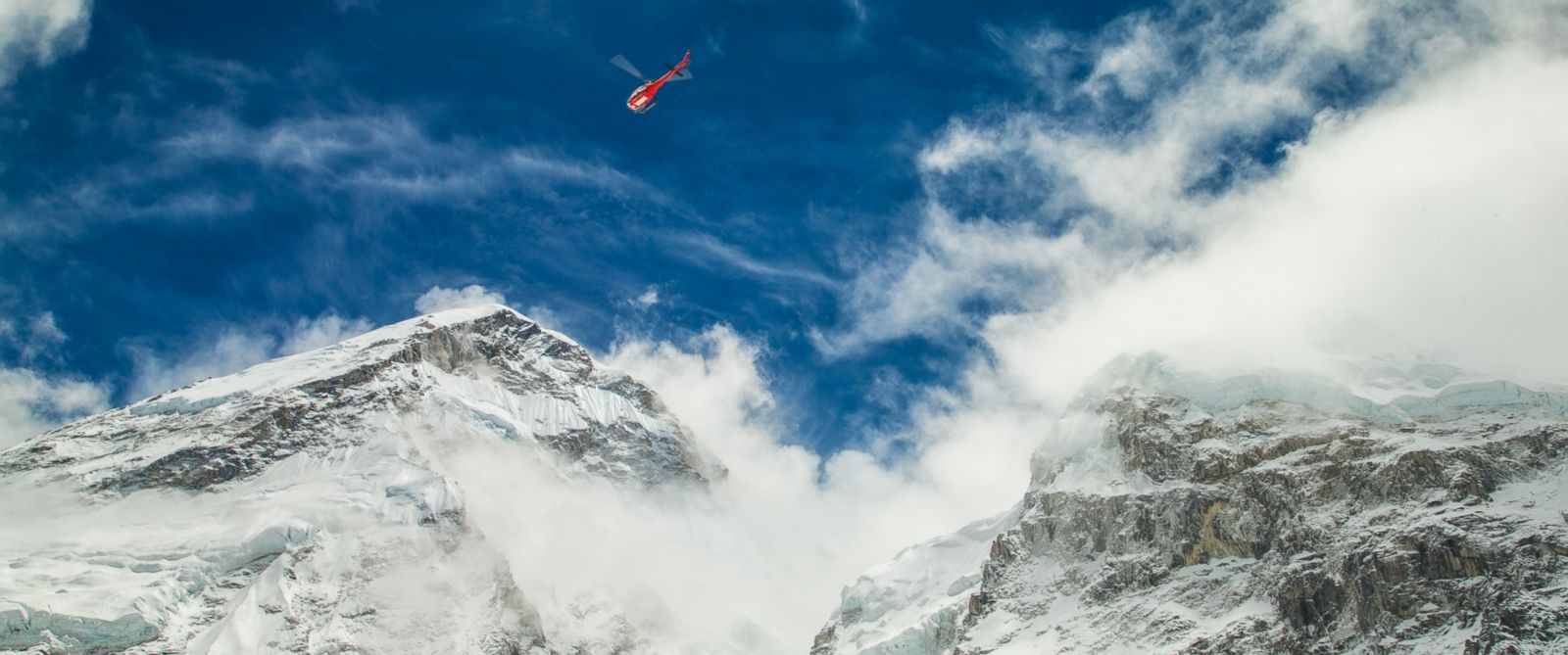 earthquake crews race to rescue climbers on mount everest photo a photographer for 6 summits challenge an international team of climbers documented