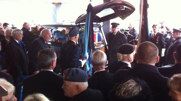 HT veteran funeral jtm 131111 16x9 608 Hundreds Turn Up to Lay Lonely Veteran to Rest After Obit Goes Viral