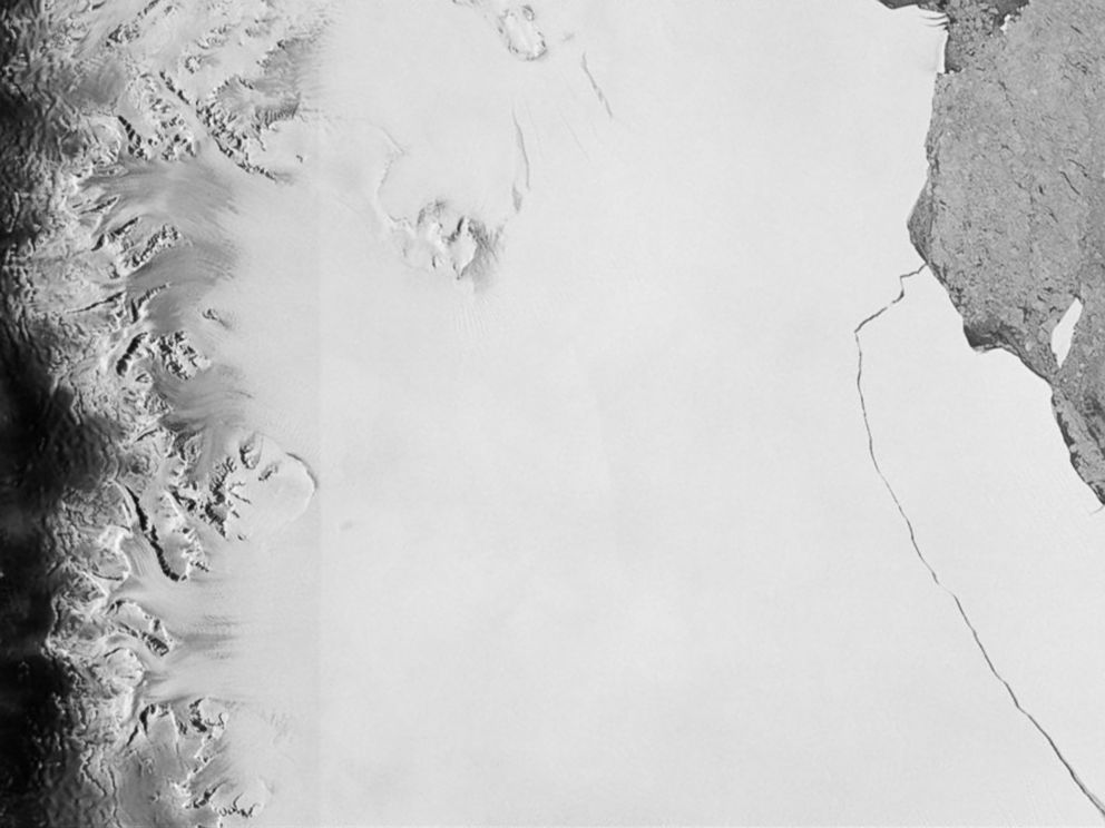 PHOTO: A section of an iceberg about 6,000 sq km broke away as part of the natural cycle of iceberg calving off the Larsen-C ice shelf in Antarctica in this satellite image released by the European Space Agency, July 12, 2017.